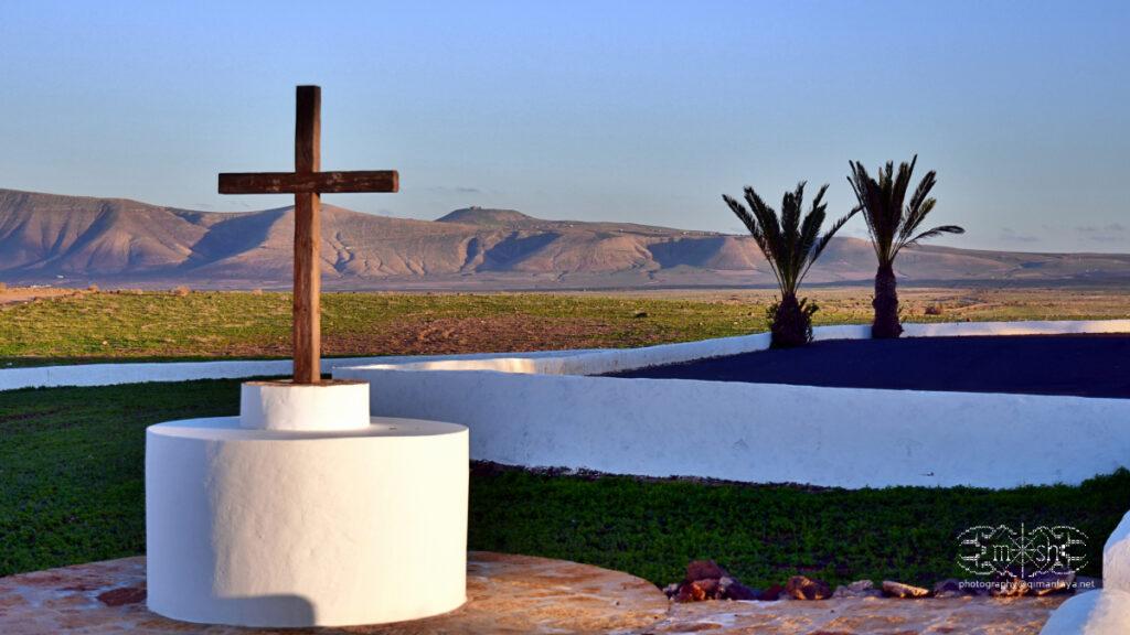 iglesia de Soo - vistas al risco con Castillo Santa Barbara al Fondo